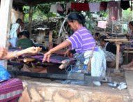 Penenun di desa Kalike, Menenun Sampai Penglihatan Kabur