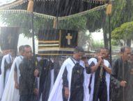 Puncak Semana Santa dalam Guyuran Hujan, Umat Nagi : Tora Te Mau Tuhan Basah Sendiri