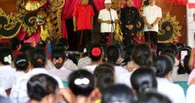 Di Depan Ribuan Warga Payangan, Koster Ingin Desa di Bali Punya Dokter Spesialis