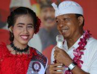 Wayan Koster Beri Beasiswa Mahamia Jebolan Liga Dangdut Indosiar