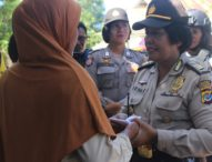 Kobarkan Perjuangan Kartini, Polwan Polres Flotim Salurkan Cinta