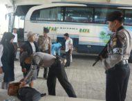 Masuk Terminal Mengwi, Penumpang Bus Diperiksa Secara Ketat
