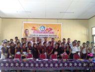 SMP Lewolema Lulus 100 Persen, Berpakaian Adat Siswa Terima Amplop