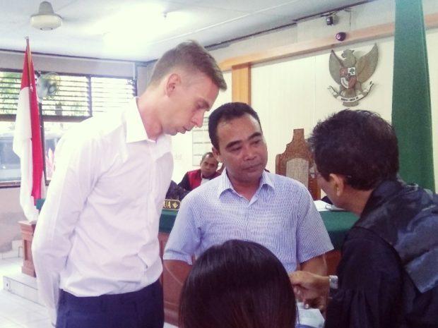 Bawa Narkotika dari Malaysia, Bule Rusia Dituntut 20 Bulan Penjara