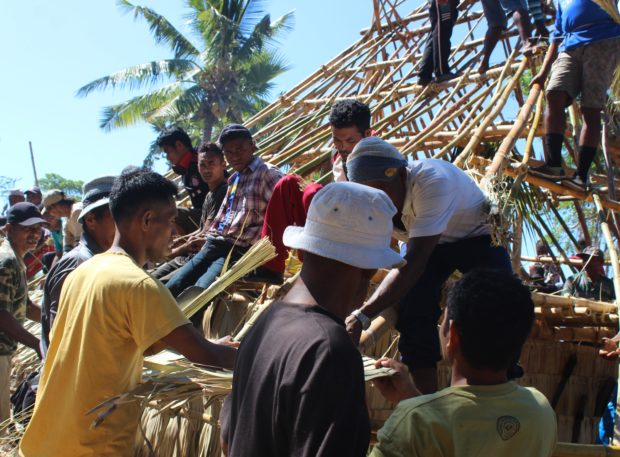 Atap Rumah Adat Suku Wuka Puken, Desa Lebao Sepi