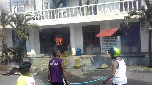 Dua Bangunan Pemda Flotim Ludes Terlahap Api, Mobil Damkar Tidak Terlihat