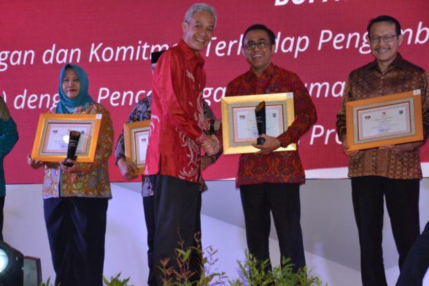 """Pemkot Denpasar Terima Penghargaan """"Dukcapil Hebat"""""""