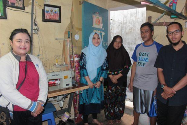 Dosen STIKOM Bali Sukses Kembangkan Iptek ke UKM Mukena Khas Bali