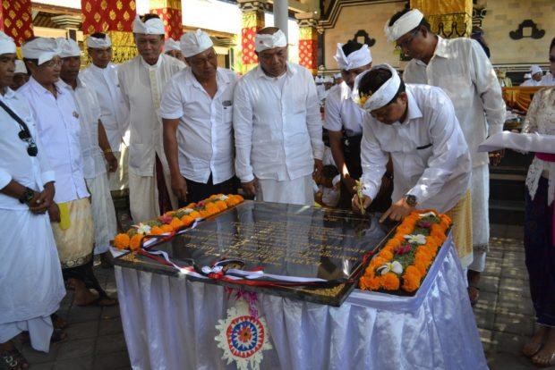 Walikota Rai Mantra Hadiri Upacara Tawur Balik Sumpah Utama Desa Pakraman Serangan