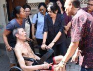 KKKS Denpasar Rangkul TKSK dan CSR-Kunjungi Lansia, Serahkan Bantuan Kursi Roda dan Tongkat
