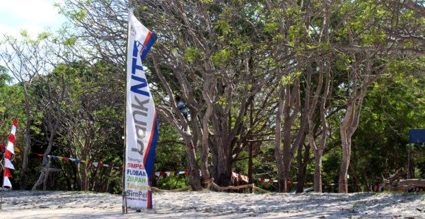 Busana Adat Solor Barat 'Bergerak' di Pantai Ritaebang-riangsunge