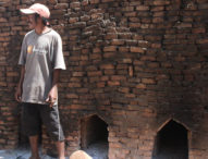 Mencari Rupiah Di Padang Kering Titehena