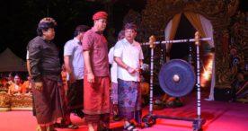 Walikota Rai Mantra Buka Pentas Seni Budaya Desa Dauh Puri Kaja