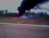 Ban Melenceng dari Runway Bandara Gewayan Tanah, Sayap Pesawat Patah dan Terbakar