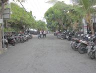 STIKOM Bali Aspal Sendiri Jalan di Belakang Kampus