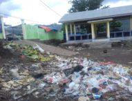 Areal Los Pasar Larantuka Kian Jorok, Sampah Bertebaran