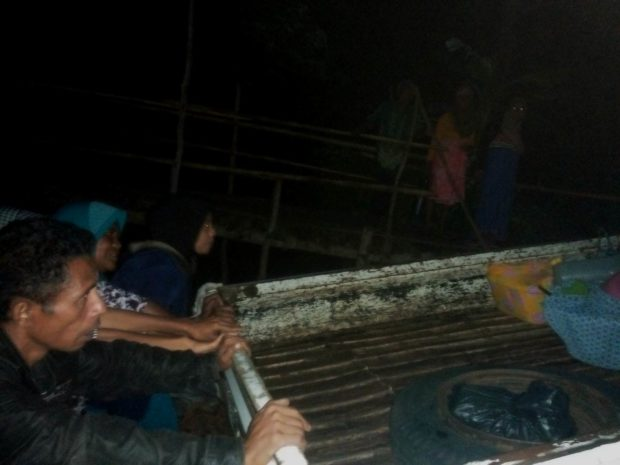 Demi Selamatkan Pasien Partus, Bidan Watohari dan Ketua BPD Dorong Pick Up