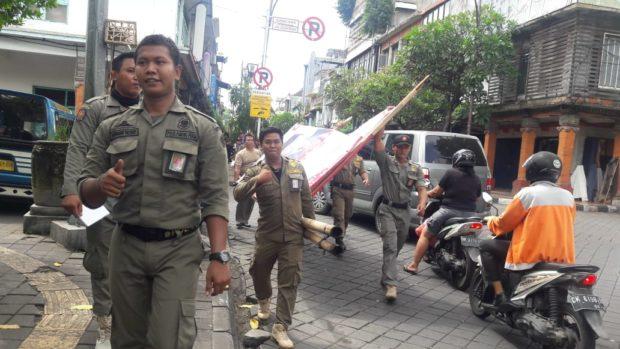 Masuki Masa Tenang, Sat Pol PP Denpasar Tertibkan APK