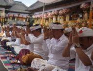 Pemkot Denpasar Ngaturang Bhakti Penganyar di Pura Agung Gunung Raung