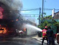Toko Dupa di Jalan Sesetan Ludes Terbakar