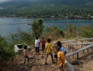 Warga TBH 46 Bersihkan Sampah di Pulau Waibalun