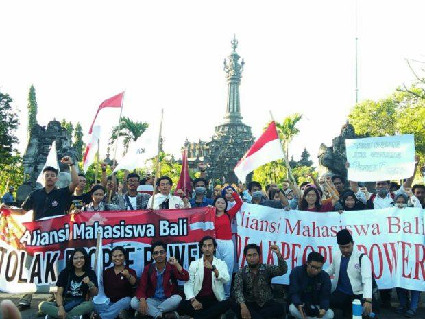 Aliansi Mahasiswa Bali Turun ke Jalan Tolak People Power