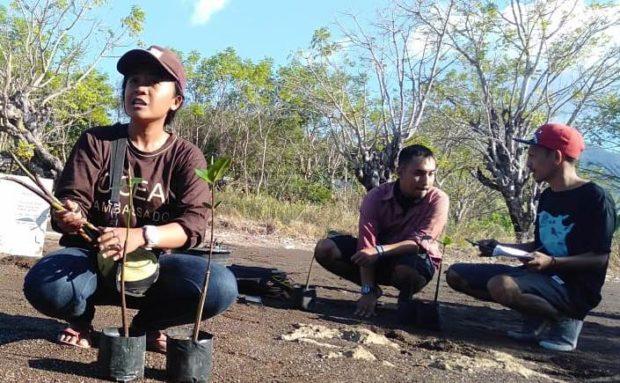 Warga Menanga Tanam Mangrove,Danramil dan Kapolsek Solor Beri Apresiasi