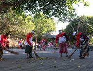 Sambut Hut Bhayangkara, Ratusan Polisi Bersihkan Pura Luhur Uluwatu