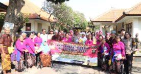 Berkunjung ke Panti Sosial Tresna werda Wana Seraya, Waka Polresta Denpasar Serahkan Bantuan