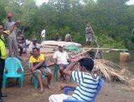 Ibu Nelayan Lewolaga Meratap di Pantai
