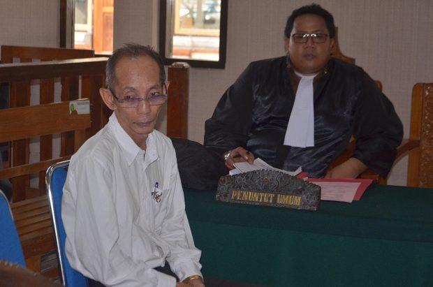 Ambil Tempelan Sabu, Pensiunan Dosen Dituntut 5 Tahun