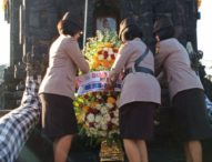Rayakan Hari Jadi, Puluhan Polwan Gelar Upacara dan Tabur Bunga di Makam Pahlawan