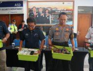 Petugas Bandara Ngurah Rai Musnahkan Benda Terlarang yang Disita dari Calon Penumpang