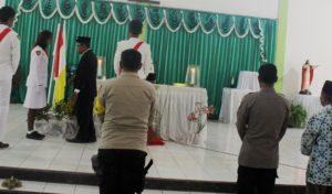 Misa Kenegaraan Tingkat Pemcam Solor Barat, Pastor Paroki Ritaebang  Beri 4 Kado