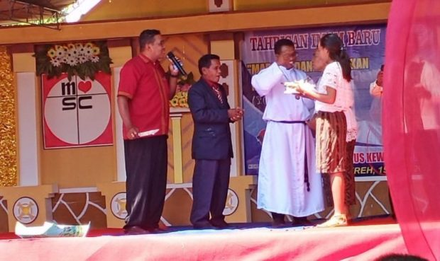 Wabup Agus Boli Hadiri Tahbisan Imam Baru Pater Tarsis Kewa Ama di Wureh