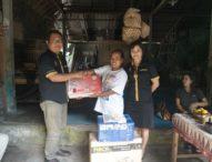Tim ITB STIKOM Bali Bantu Pengerajin Bambu di Kayubihi