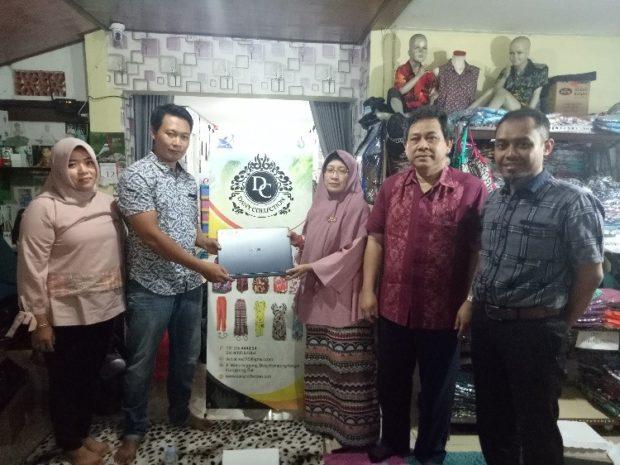 Penjualan Baju Bali Meningkat berkat Bantuan Aplikasi E-Commerce Buatan Dosen STIKOM Bali