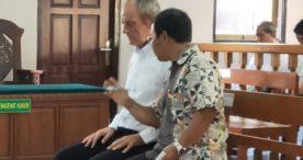Masuk Pokok Materi, Hakim Tolak Eksepsi Bule Penyelundup Kerajinan dari Satwa Dilindungi