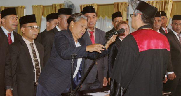Mikrofon Tak Berungsi, Pelaksanaan Pengucapan Sumpah Janji  Anggota DPRD Flotim Sempat Terhenti