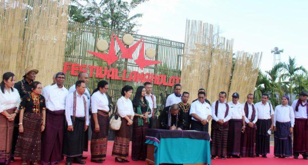 Festival Lamaholot Flores Timur Tanpa Air Kemasan