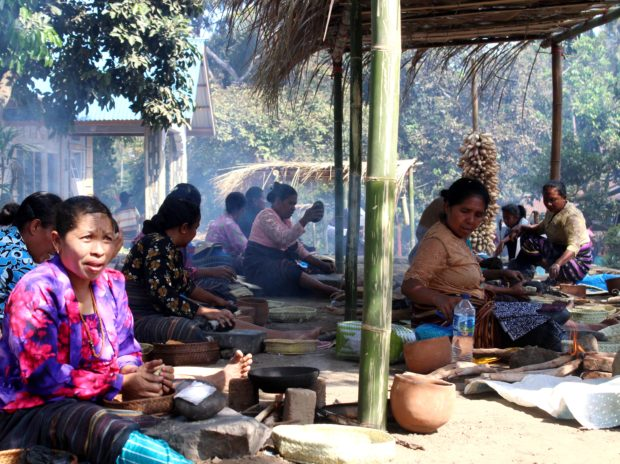 Batu Berbunyi di Pembukaan Festival Nusa Tadon-Kiwang Ona