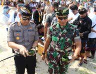 Kapolres Bersama Dandim 1610/Klungkung Lepas Tukik di Acara Nusa Penida Festival