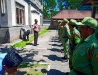 Kapolsek Beri Pelatihan Ketrampilan Linmas Desa Belok Sidan