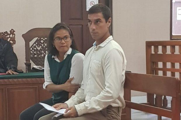 Selundukan  24 Biji Ganja,  WN Peru Dituntut 1 Tahun 6 Bulan Penjara