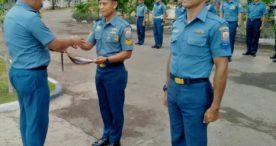 Berhasil Menangkap Pelaku Pengeboman Ikan, Dua Anggota  Posmat TNI AL Flotim Dapat Penghargaan