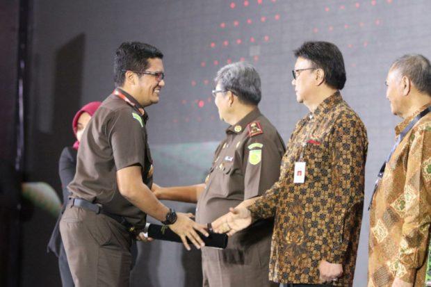 Kejari Badung Terima Penghargaan WBK dari MenPan RB
