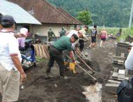 Dandim Bangli Terjun Langsung Ke Lokasi Banjir di Songan