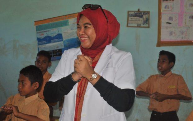 Mengintip Cinta Dokter Ajra Fitri Pada Anak Sekolah