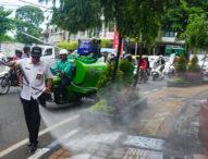 Pemkot Denpasar Semprotkan Disinfektan di Ruas Jalan Protokol