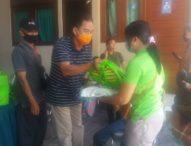 Pemkot Denpasar Distribusikan 639 Paket Sembako di Kelurahan Padangsambian